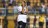 SAO  PAULO, 07 MARÇO 2013 - TAÇA LIBERTADORES DA AMÉRICA - SAO PAULO FC X ARSENAL DE SARANDÍ - Luis Fabiano jogador do Sao Paulo durante lance de partida contra o Arsenal de Sarandí em partida pela Taça Libertadores da América no Estadio Paulo Machado de Carvalho, o Pacaembu na noite desta quinta-feira, 07. (FOTO: WILLIAM VOLCOV / BRAZIL PHOTO PRESS).
