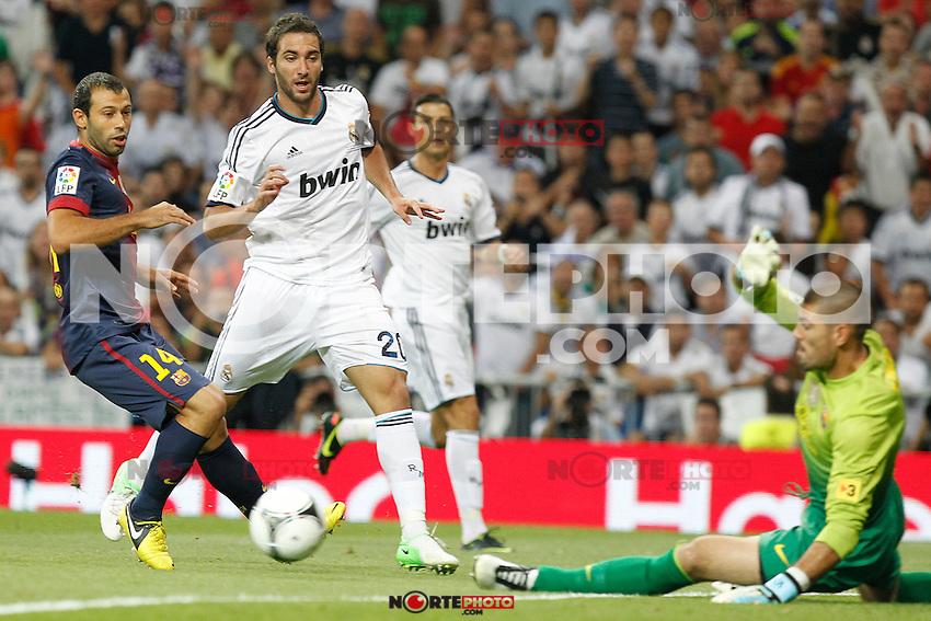 Real Madrid's Gonzalo Higuain and F.C. Barcelona's Victor Valdes during Spanish Supercup 2nd match on august 29 2012...Photo: Alex Cid-Fuentes / ALFAQUI /NortePhoto.com<br /> <br /> **CREDITO*OBLIGATORIO** <br /> *No*Venta*A*Terceros*<br /> *No*Sale*So*third*<br /> *** No*Se*Permite*Hacer*Archivo**<br /> *No*Sale*So*third*