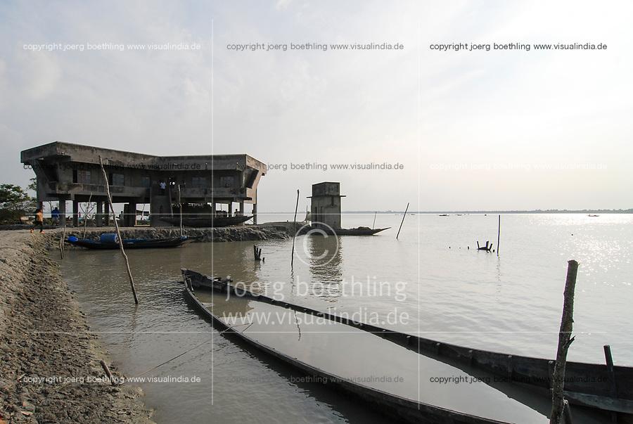BANGLADESH, Khulna, village Kalabogi at river Shibsha close to the Bay of Bengal , flood protection bunker for villagers / BANGLADESCH, Dorf Kalabogi am Fluss Shibsha , Schutzhaus fuer Dorfbewohner bei Flutkatastrophen und Wirbelstuermen