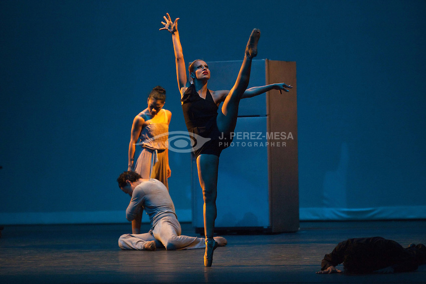 "Ballet Brio presents ""Techo de Cristal"" by choreographer and director Rodney Rivera. Dancers: Andrea Vega, Daphne Velazquez, Carlos Madera, Eduardo Ortiz Jose Rivera and Nanya Sierra."