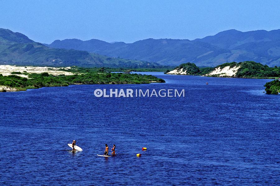 Rio da Madre na Praia da Guarda do Embaú. Santa Catarina. 1995. Foto de Juca Martins.