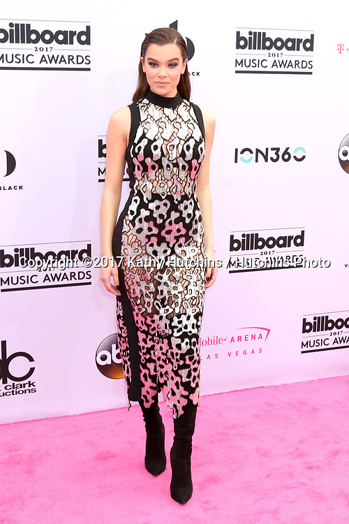LAS VEGAS - MAY 21:  Hailee Steinfeld at the 2017 Billboard Music Awards - Arrivals at the T-Mobile Arena on May 21, 2017 in Las Vegas, NV