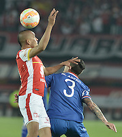 BOGOTÁ-COLOMBIA-16-09-2015. Sergio Otalvaro (Izq) jugador de Independiente Santa Fe (COL) disputa el balón con Mathias Abero (Der) jugador de Nacional (UY) durante partido de vuelta por la segunda fase de la Copa Sudamericana 2015 jugado en el estadio Nemesio Camacho El Campín de la ciudad de Bogotá./ Sergio Otalvaro (L) player of Independiente Santa Fe (COL) vies for the ball with Mathias Abero (R) player of Nacional (UY) during the second leg match for the second phase of Copa Sudamericana 2015 played at Nemesio Camacho El Campin stadium in Bogotá city.  Photo: VizzorImage/ Gabriel Aponte /Staff