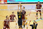 2015-10-28 / Volleybal / seizoen 2015-2016 / Antwerpen - Amigos / Robin Blondeel (Amigos) probeert Georg Klein af te stoppen<br /><br />Foto: Mpics.be