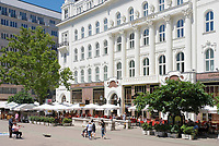 HUN, Ungarn, Budapest, Stadtteil Pest, Zentrum: das tratitionsreiche Kaffeehaus Gerbeaud am Voeroesmarty ter, aussen | HUN, Hungary, Budapest, Pest District, centre: well-established coffee-house Gerbeaud at Voeroesmarty ter, outside