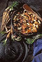"""Europe/France/Limousin/19/Corrèze/Pays de Brive: Ragout de poulet fermier aux salsifis recette de Charlou Reynal chef du restaurant """"La Crémaillère"""""""