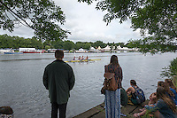 Henley on Thames. United Kingdom. Spectators viewing the course.     Thursday,  30/06/2016,      2016 Henley Royal Regatta, Henley Reach.   [Mandatory Credit Peter Spurrier/ Intersport Images]
