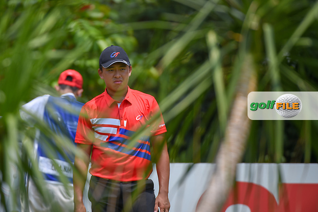 Chun-An YU (TPE) looks over his tee shot on 5 during Rd 2 of the Asia-Pacific Amateur Championship, Sentosa Golf Club, Singapore. 10/5/2018.<br /> Picture: Golffile | Ken Murray<br /> <br /> <br /> All photo usage must carry mandatory copyright credit (© Golffile | Ken Murray)