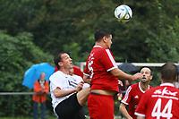 Büttelborn 25.08.2017: SKV Old Boys vs. Eintracht Frankfurt Traditionsmannschaft<br /> Büttelborn klaert gegen Fredi Bobic (Eintracht Frankfurt Traditionsmannschaft)<br /> Foto: Vollformat/Marc Schüler, Schäfergasse 5, 65428 R'heim, Fon 0151/11654988, Bankverbindung KSKGG BLZ. 50852553 , KTO. 16003352. Alle Honorare zzgl. 7% MwSt.