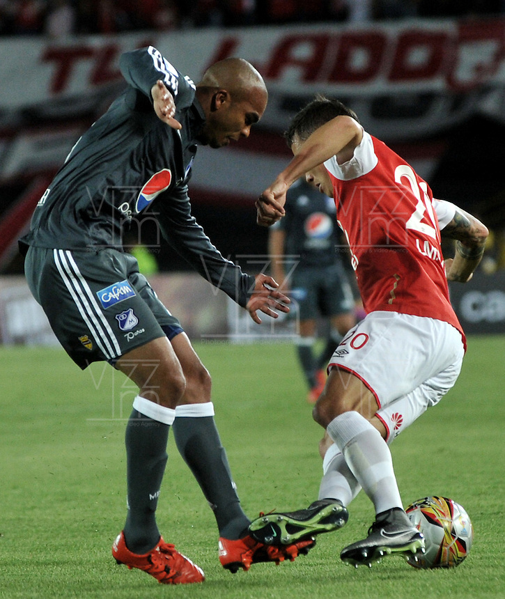 BOGOTA - COLOMBIA - 07-02-2016: Luis Seijas (Der.) jugador de Independiente Santa Fe disputa el balón con Lewis Ochoa (Izq.) jugador de Millonarios, durante partido por la fecha 2 entre Independiente Santa Fe y Millonarios de la Liga Aguila I-2016, en el estadio Nemesio Camacho El Campin de la ciudad de Bogota.  / Luis Seijas (R) player of Independiente Santa Fe struggles for the ball with Lewis Ochoa (L) player of Millonarios, during a match of the 2 date between Independiente Santa Fe and Millonarios, for the Liga Aguila I -2016 at the Nemesio Camacho El Campin Stadium in Bogota city, Photo: VizzorImage / Luis Ramirez / Staff.