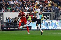 Daniel Ginczek (VfB Stuttgart) gegen David Abraham (Eintracht Frankfurt) - 30.09.2017: Eintracht Frankfurt vs. VfB Stuttgart, Commerzbank Arena