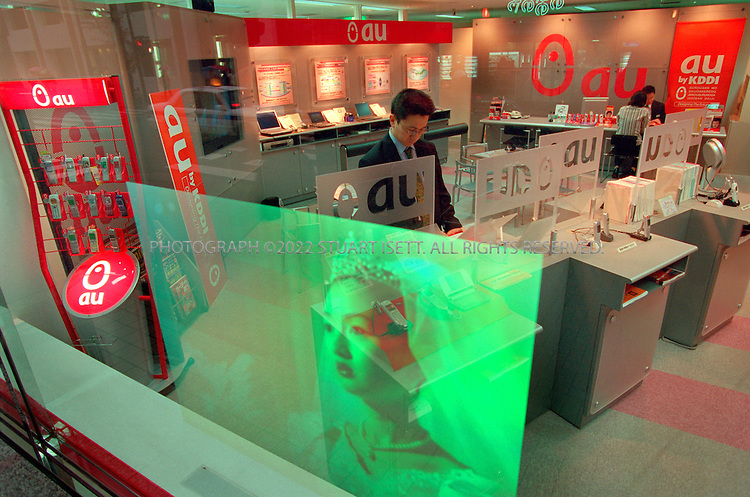 11/1/00--Tokyo, Japan..A showroom for KDDI's AU mobile phone system....All photographs ©2003 Stuart Isett.All rights reserved.This image may not be reproduced without expressed written permission from Stuart Isett.