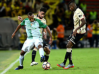 MEDELLIN  -  COLOMBIA - 25 - 05 - 2017: Carlos Cuesta (Izq.) jugador de Atletico Nacional, disputa el balón con Matias Oyola (Der.) jugador de Barcelona, durante partido de la fase de grupos, grupo 1 fecha 6, entre Atletico Nacional de Colombia y Barcelona de Ecuador, por la Copa Conmebol Libertadores Bridgestone 2017, en el Estadio Atanasio Girardot, de la ciudad de Medellin. / Carlos Cuesta (L) player of Atletico Nacional, vies for the ball with Matias Oyola (R) of Barcelona, during a match for the group stage, group 1 of the date 6th, between Atletico Nacional of Colombia and Barcelona of Ecuador, for the Conmebol Libertadores Bridgestone Cup 2017, at the Atanasio Girardot, Stadium, in Medellin city. Photos: VizzorImage / Leon Monsalve / Cont.