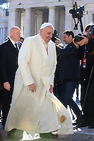 Papa Francesco tiene l'udienza generale del mercoledi' in Piazza San Pietro, Citta' del Vaticano, 5 marzo 2014.<br /> Pope Francis attends his weekly general audience in St. Peter's Square at the Vatican, 5 March 2014.<br /> UPDATE IMAGES PRESS/Isabella Bonotto<br /> <br /> STRICTLY ONLY FOR EDITORIAL USE