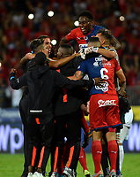 MEDELLÍN-COLOMBIA, 06-11-2019: Jugadores de Deportivo Independiente Medellín celebran la victoria sobre Deportivo Cali, durante partido de vuelta entre Deportivo Independiente Medellín y Deportivo Cali, por la final de la Copa Águila 2019, en el estadio Atanasio Girardot de la ciudad de Medellín. / Players of Deportivo Independiente Medellin celebrate the victory over Deportivo Cali, during a match of the second leg between Deportivo Independiente Medellin and Deportivo Cali, for the final of the Aguila Cup 2019 at the Atanasio Girardot stadium in Medellin city. / Photo: VizzorImage  / León Monsalve / Cont.