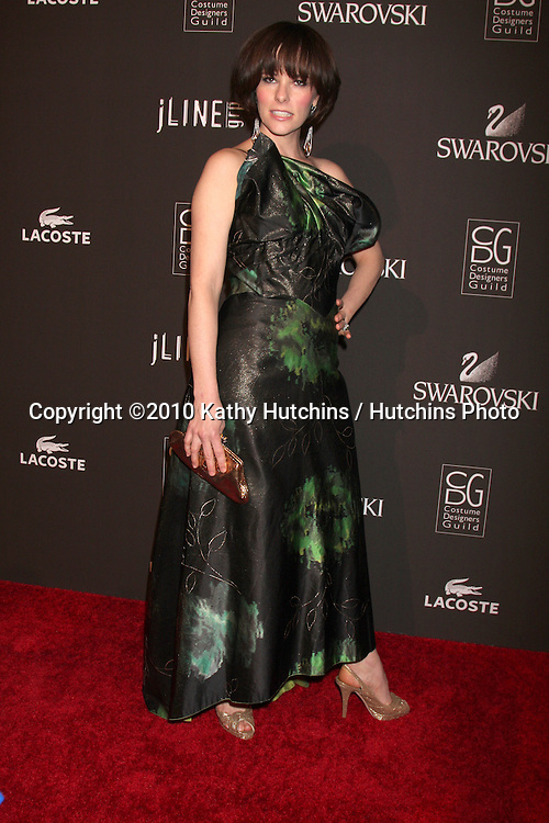 Parker Posey.arriving at the 2010 Costume Designer's Guild Awards.Beverly Hilton Hotel.Beverly Hills, CA.February 25, 2010.©2010 Kathy Hutchins / Hutchins Photo....