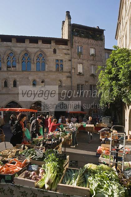 Europe/France/Midi-Pyrénées/46/Lot/Figeac: Jour de marché Place Champollion et Hôtel Gothique
