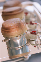 Europe/France/Pays de la Loire/49/Maine-et-Loire/Briollay: Soufflé au Cointreau et Citron vert , glace de lait , recette de Gérard Come Hotel Restaurant Relais et château 'Chateau de Noirieux'
