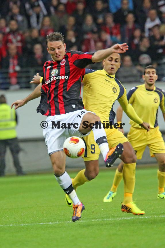 Alex Meier (Eintracht) gegen Maharan Radi (Tel Aviv) - Eintracht Frankfurt vs. Macabi Tel Aviv, Europa League 3. Spieltag