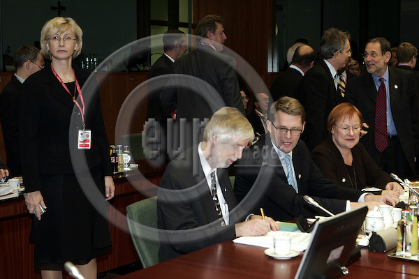 BRUSSELS - BELGIUM - 14 DECEMBER 2006 -- EU-Summit hosted by the Finnish Presidency. -- Anja VILO (Le), the head of the Finnish presidency secretariat watching over Erkki TUOMIOJA, Minister of Foreign Affairs of Finland Matti VANHANEN, Prime Minister of Finland, Tarja HALONEN (Ri), President of Finland. In the back Tony BLAIR, Prime Minister of U.K. and Javier SOLANA (Ri), EU High Representative for the Common Foreign and Security Policy (CFSP). -- PHOTO: JUHA ROININEN / EUP-IMAGES