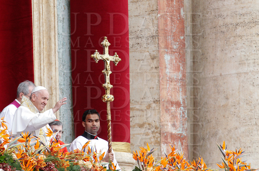 """Pope Francis delivers the Easter """"Urbi et Orbi"""" (""""To the City and to the World"""") message from the central balcony to St. Peter's Basilica at the Vatican, April 21, 2019.<br /> UPDATE IMAGES PRESS/Riccardo De Luca<br /> <br /> STRICTLY ONLY FOR EDITORIAL USE"""