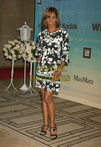 HOLLY ROBINSON PEETE.2007 Crystal and Lucy Awards held at the Beverly Hilton Hotel, Beverly Hills, California ,USA,14 June 2007.full length black and white print patterned dress floral.CAP/ADM/RE.©Russ Elliot/AdMedia/Capital Pictures.