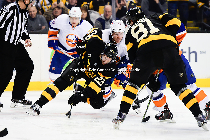 Monday, January 16, 2017: Boston Bruins center Dominic Moore (28) wins a faceoff during the National Hockey League game between the New York Islanders and the Boston Bruins held at TD Garden, in Boston, Mass. New York defeats Boston 4-0.  Eric Canha/CSM