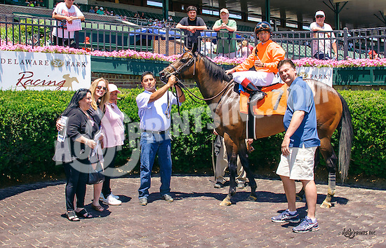 Uncle Leo winning at Delaware Park on 6/18/16