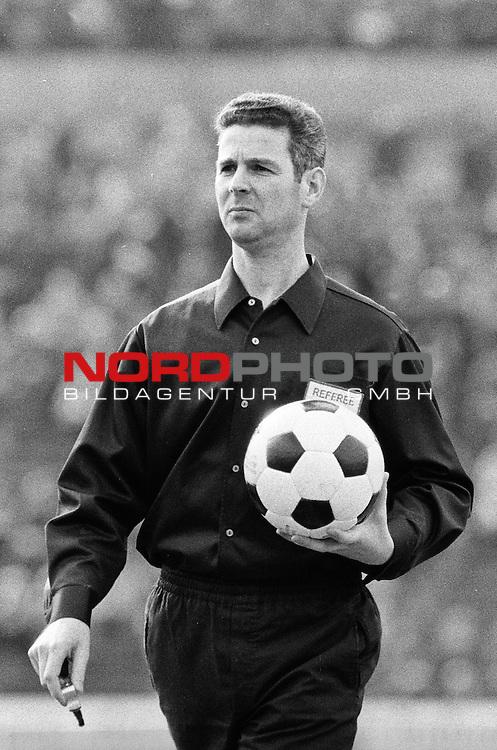 Aus DFB Pokal Hannover 96 gegen Werder Bremen 0-2 am 01.04.1972. Schiri Walter Eschweiler.                                                                                                    Foto:  /  nph (  nordphoto  )