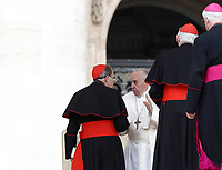 Papa Francesco parla con il Cardinale francese  Philippe Barbarin (L) al termine della sua udienza generale del mercoledi' in Piazza San Pietro, Citta' del Vaticano, 26 aprile, 2017.<br /> Pope Francis talks to French cardinal Philippe Barbarin (L) at the end of a weekly general audience at St Peter's square at the Vatican, on April 26, 2017.<br /> UPDATE IMAGES PRESS/Isabella Bonotto<br /> <br /> STRICTLY ONLY FOR EDITORIAL USE