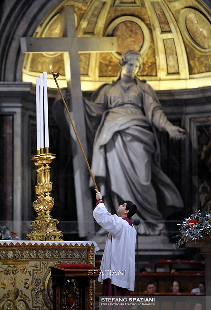 altar boy.Pope Francis celebrates the Vespers and Te Deum prayers in Saint Peter's Basilica at the Vatican on December 31, 2015