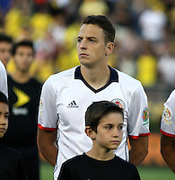 PASADENA - UNITED STATES, 07-06-2016: Santiago Arias jugador de Colombia (COL) durante los actos protocolarios previo al encuentro del grupo A, fecha 2, con Paraguay (PAR) por la Copa América Centenario USA 2016 jugado en el estadio Rose Bowl en Pasadena, California, USA. /  Santiago Arias player of Colombia (COL) during the formal events prior a match of the group A date 2 against Paraguay (PAR)  for the Copa América Centenario USA 2016 played at Rose Bowl stadium in Pasadena, California, USA. Photo: VizzorImage/ Luis Alvarez /Str