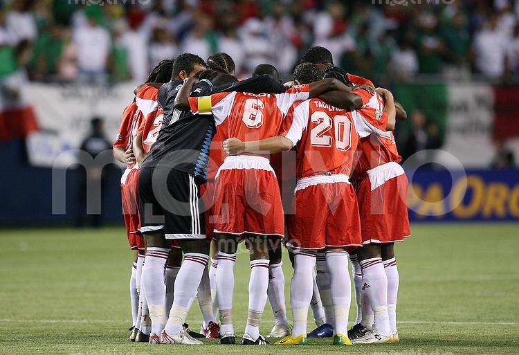 Fussball International Gold Cup Halbfinale  Guadeloupe 0-1 Mexico Einschwoeren vor dem Spiel; Team Guadeloupe
