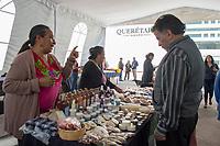 Querétaro, Qro. 15 de marzo 2018.- En la explanada del Centro Cívico se encuentra la vendimia de productos artesanales 100% queretanos como accesorios, productos de belleza, plantas, comida, entre muchos otros artículos. La vendimia estará hasta el día de mañana