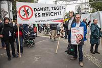 Demonstration fuer die Schliessung des Berliner Flughafen Tegel.<br /> Am Dienstag den 19. September 2017 demonstrierten Befuerworter der Schliessung des Berliner Flughafen Tegel in Berlin. Anlass war eine Veranstaltung mit dem Vorsitzenden der Berliner FDP, Sebastian Czaja und der Wirtschaftssenatorin Ramona Pop von den Gruenen.<br /> Die Berliner FDP hat mit dem Instrument Volksbegehren durchgesetzt, dass am 24. September die Berlinerinnen und Berliner darueber abstimmen sollen, ob der Flughafen Tegel offenbleiben soll.<br /> Ca. 300.000 Menschen leben in der direkten Umgebung des Flughafen und sind vom Fluglaerm betroffen. Sie hoffen, dass der Flughafen BER endlich fertig gestellt und Tegel, wie vertraglich zwischen Berlin, Brandenburg und dem Bund vereinbart, geschlossen wird. Die FDP will dies mit dem Volksbegehren verhindern um damit gegen den Rot-Rot-Gruenen Senat Stimmung zu machen. Finanziert wird die Kampagne u.a. von der Fluggesellschaft Ryanair.<br /> 19.9.2017, Berlin<br /> Copyright: Christian-Ditsch.de<br /> [Inhaltsveraendernde Manipulation des Fotos nur nach ausdruecklicher Genehmigung des Fotografen. Vereinbarungen ueber Abtretung von Persoenlichkeitsrechten/Model Release der abgebildeten Person/Personen liegen nicht vor. NO MODEL RELEASE! Nur fuer Redaktionelle Zwecke. Don't publish without copyright Christian-Ditsch.de, Veroeffentlichung nur mit Fotografennennung, sowie gegen Honorar, MwSt. und Beleg. Konto: I N G - D i B a, IBAN DE58500105175400192269, BIC INGDDEFFXXX, Kontakt: post@christian-ditsch.de<br /> Bei der Bearbeitung der Dateiinformationen darf die Urheberkennzeichnung in den EXIF- und  IPTC-Daten nicht entfernt werden, diese sind in digitalen Medien nach §95c UrhG rechtlich geschuetzt. Der Urhebervermerk wird gemaess §13 UrhG verlangt.]