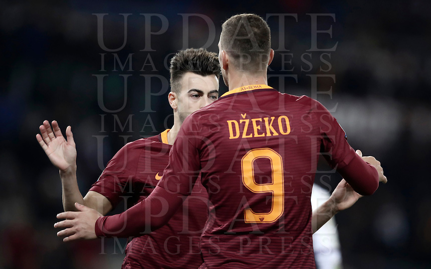 Calcio, ottavi di finale di Tim Cup: Roma vs Sampdoria. Roma, stadio Olimpico, 19 gennaio 2017.<br /> Roma's Edin Dzeko, right, celebrates with teammate Stephan El Shaarawy after scoring during the Italian Cup round of 16 football match between Roma and Sampdoria at Rome's Olympic stadium, 19 January 2017.<br /> UPDATE IMAGES PRESS/Isabella Bonotto