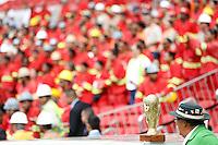 PORTO ALEGRE, RS, 20.02.2014 - INAUGURACAO BEIRA RIO - A presidente Dilma Rousseff, acompanhada de autoridades e de jogadores do Internacional, participa do evento que marca a reinauguração do estádio Beira-Rio em Porto Alegre (RS). Operários da empreiteira Andrade Gutierrez, que trabalharam nas obras, também estiveram presentes. O estádio será palco de cinco jogos na Copa do Mundo: França x Honduras, Austrália x Holanda, Coreia do Sul x Argélia, Nigéria x Argentina e um outro válido pelas oitavas de final. (Foto: Pedro H. Tesch / Brazil Photo Press).