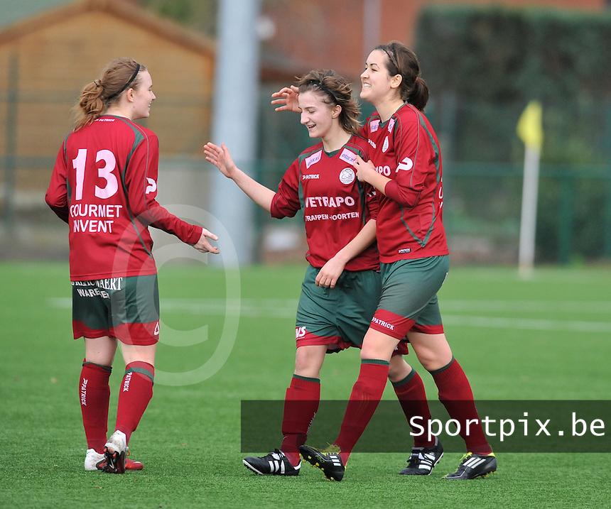 Dames Zulte - Waregem - RSC Anderlecht : Elodie Branquart viert haar doelpunt met Helene Delebarre en Catherine Szynal .foto DAVID CATRY / VROUWENTEAM.BE