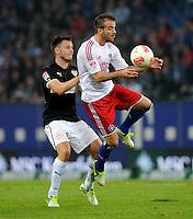 FUSSBALL   1. BUNDESLIGA    SAISON 2012/2013    8. Spieltag   Hamburger SV - VfB Stuttgart            21.10.2012 William Kvist (li, VfB Stuttgart)  gegen Rafael van der Vaart (re, Hamburger SV)