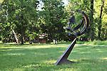 Nel parco della Reggia di Racconigi esposizione di Scultura internazionale. Scultura di Walter Valentini.