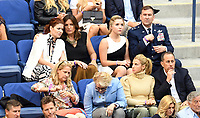 FLUSHING NY- SEPTEMBER 10: Debra Messing, Mariska Hargitay, Candice Bergen, Jessica Seinfeld and Jerry Seinfeld at the US Open Men's Final Championship match at the USTA Billie Jean King National Tennis Center on September 10, 2017 in Flushing, Queens. <br /> CAP/MPI/PAL<br /> &copy;PAL/MPI/Capital Pictures