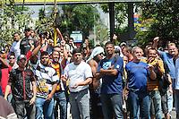 SAO PAULO, SP,29  MARÇO DE 2012 -Protesto contra o pedagio do estacionamento no CEAGSP manifestantes fecha o portao 3 (FOTO: ADRIANO LIMA - BRAZIL PHOTO PRESS)