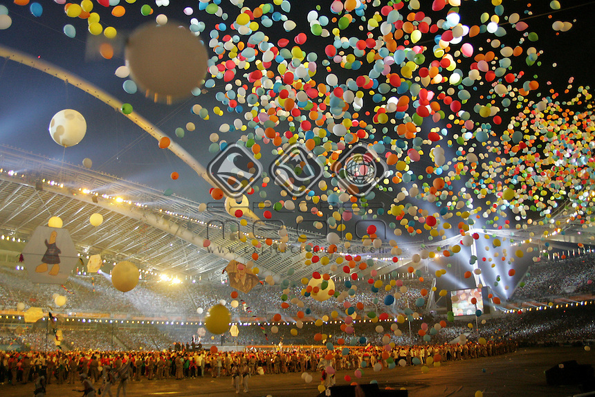 Balloons fall into the stadium<br /> Closing Ceremony<br /> Summer Olympics - Athens, Greece 2004<br /> Day 16, 29th August 2004.<br /> &copy; Sport the library/Sandra Teddy