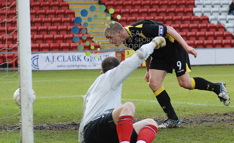 Airdrie Utd V Livingston.Irn Bru SFL Div 1..08/11/08 - Excelsior Stadium..Livingston's Calum Elliot nods into an empty net from two yards to give Livi the lead. The linesman deemed him to have been in an offside position when Liam Fox's original shot was hit before being saved by man on the match Stephen Robertson in the goal. ..Picture by Steven Carrie