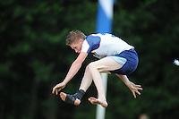 FIERLJEPPEN: GRIJPSKERK: 17-07-2013, 1e Klas wedstrijd, Junioren, Age Hulder, ©foto Martin de Jong