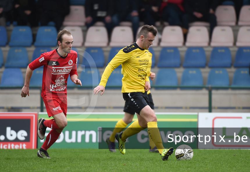 SCT Menen - FC Gullegem :<br /> Nils Pierre (L) zit in de nek bij Tibo Vandendriessche (R) <br /> <br /> Foto VDB / Bart Vandenbroucke
