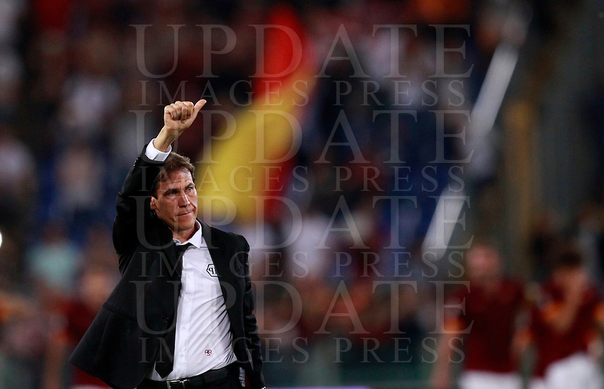 Calcio, Serie A: Roma vs ChievoVerona. Roma, stadio Olimpico, 18 ottobre 2014.<br /> Roma's coach Rudi Garcia gives his thumb up to fans at the end of the Italian Serie A football match between Roma and ChievoVerona at Rome's Olympic stadium, 18 October 2014. Roma won 3-0.<br /> UPDATE IMAGES PRESS/Isabella Bonotto