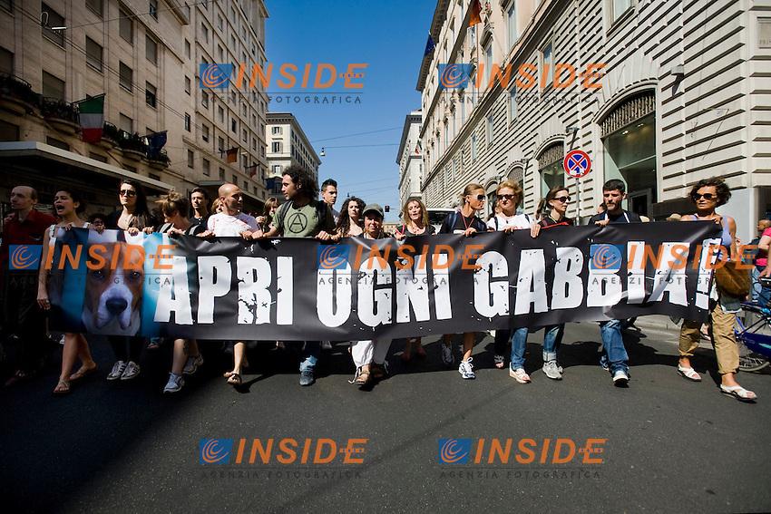 Roma 15/06/2012 Manifestazione degli animalisti contro la vivisezione e la tortura per scopi medici verso gli animali.Foto Insidefoto