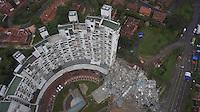 """MEDELLÍN - COLOMBIA, 24-01-2012. Vista aérea del conjunto Space en Medellín.  La Alcaldía y las autoridades de la ciudad de Medellín, conjuntamente con los ingenieros de Lérida CDO SA alertaron que la Torre 5 del edificio residencial Space, contigua a la Torre 6, que se desplomó el sábado por la noche, presenta """"riesgo inminente de colapso"""". Según la Alcaldía de Medellín, un comité técnico encargado de hacer la evaluación del estado de la unidad residencial Space en el acomodado barrio El Poblado analizó este lunes la situación y concluyó que la Torre 5 puede derrumbarse en cualquier momento porque tiene fracturas en dos columnas. / Panoramic view of Space building in Medellin. The Mayor and the authorities of the city of Medellin, in conjunction with engineers from Lérida CDO SA warned that the tower 5 Space residential building, adjacent to the Tower 6, which collapsed on Saturday night, presents """"imminent risk of collapse """". According to the Mayor of Medellin, a technical committee to assessing the state of the housing units in the affluent Space Poblado Monday analyzed the situation and concluded that the Tower 5 may collapse at any moment because it has broken in two columns Photo: VizzorImage/ flycam-rc Medellin Wilson Madrid /CONT"""