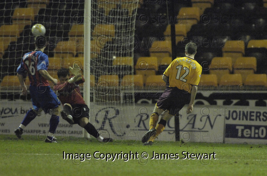 20/02/2008    Copyright Pic: James Stewart.File Name : sct_jspa01_motherwell_v_ICT.DAVID CLARKSON SCORES THE FIRST FOR MOTHERWELL.James Stewart Photo Agency 19 Carronlea Drive, Falkirk. FK2 8DN      Vat Reg No. 607 6932 25.Studio      : +44 (0)1324 611191 .Mobile      : +44 (0)7721 416997.E-mail  :  jim@jspa.co.uk.If you require further information then contact Jim Stewart on any of the numbers above........